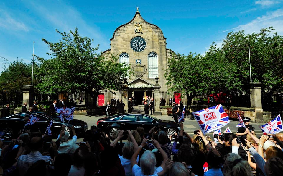 EDINBURGH, UNITED KINGDOM - JULY 30:  Guests arrive to the Royal wedding of Zara Phillips and Mike Tindall at Canongate Kirk on July 30, 2011 in Edinburgh, Scotland. The Queen's granddaughter Zara Phillips will marry England rugby player Mike Tindall today at Canongate Kirk. Many royals are expected to attend including the Duke and Duchess of Cambridge.     (Photo by Dylan Martinez - WPA Pool/Getty Images)