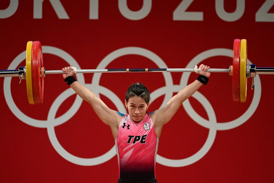 Taiwan's Kuo Hsing-chun competes in the women's 59kg weightlifting competition during the Tokyo 2020 Olympic Games at the Tokyo International Forum in Tokyo on July 27, 2021. / AFP / Vincenzo PINTO
