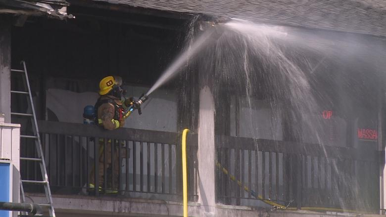Witnesses hailed as heroes following Macleod Trail strip mall fire