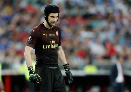 From goalkeeper to goaltender, Cech makes ice hockey switch