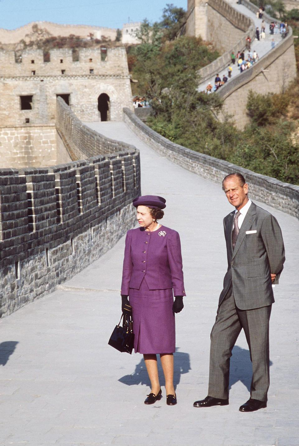 BADALING, CHINA - OCTOBER 14:  The Queen And Prince Philip Visiting The Great Wall Of China At Badaling Near Peking  (Photo by Tim Graham Photo Library via Getty Images)