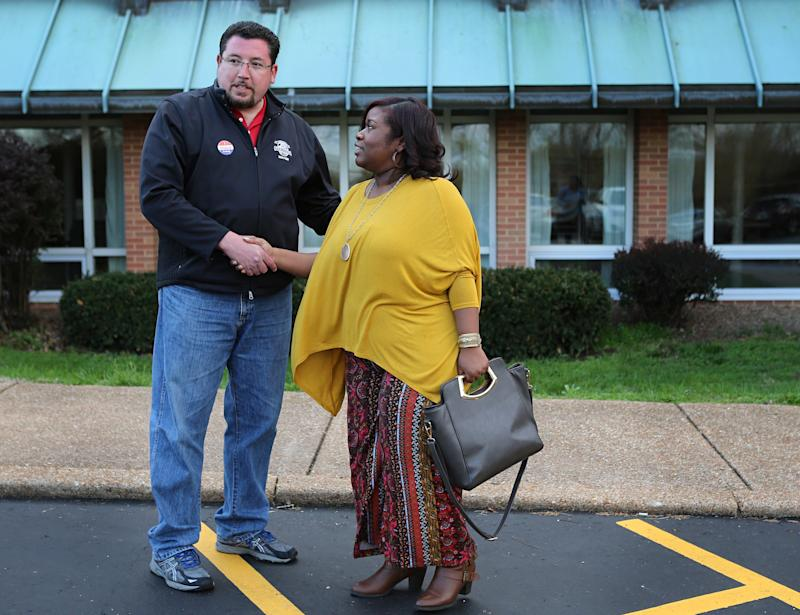 Mayor who led Ferguson through turmoil is re-elected