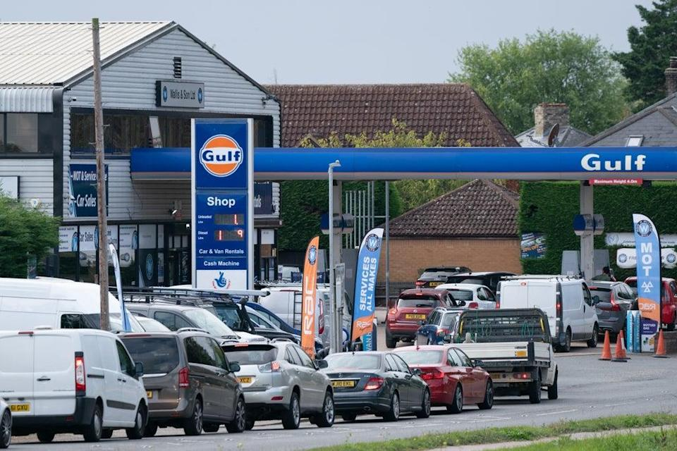 Drivers queue for fuel at a petrol station in Barton, Cambridgeshire (Joe Giddens/PA) (PA Wire)
