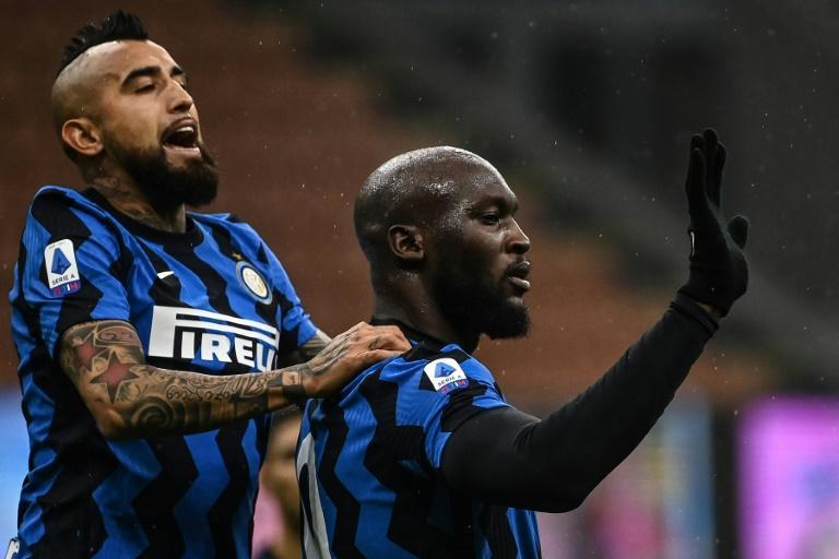Romelu Lukaku (R) and Arturo Vidal celebrate after Inter Milan extended their league winning streak to six matches.