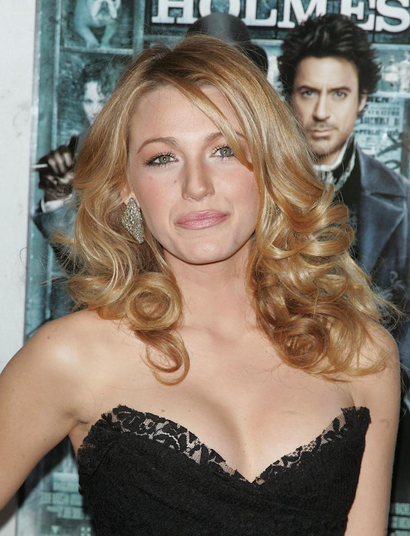 Attending the premiere of Sherlock Holmes, Lively wore her hair in voluminous curls with a satin nude lip.