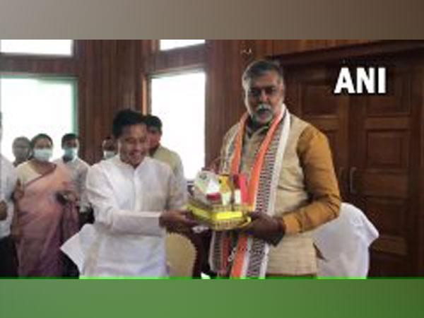 Prahlad Patel launched indigenous products manufactured by women's groups in Imphal