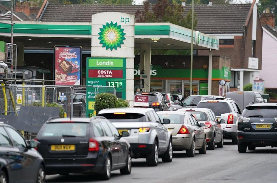 Vehicles queuing last week up outside a BP petrol station in Alton, Hampshire (Andrew Matthews/PA) (PA Wire)