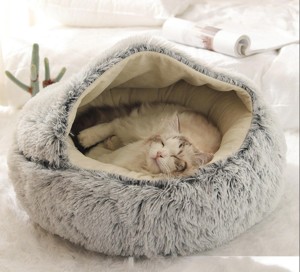 Plush Anti-Anxiety Cat & Dog Bed (Photo via Etsy)