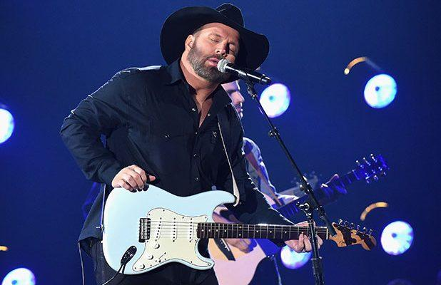 Garth Brooks Pulls Name From Consideration for CMA Entertainer of the Year Award