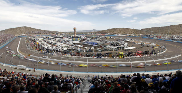The field of forty-three cars circle the mile long track during the AdvoCare 500 NASCAR Sprint Cup Series auto race at Phoenix International Raceway, Sunday, Nov. 10, 2013 in Avondale, Ariz. (AP Photo/Ralph Freso)