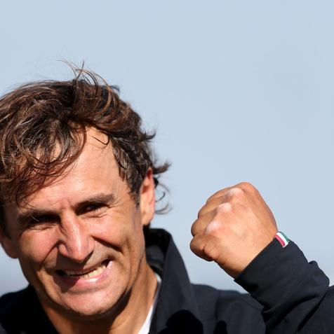 LONGFIELD, ENGLAND - SEPTEMBER 05: Alessandro Zanardi of Italy celebrates winning the Men's Individual H4 Time Trial on day 7 of the London 2012 Paralympic Games at Brands Hatch on September 5, 2012 in Longfield, England. (Photo by Clive Rose/Getty Images)