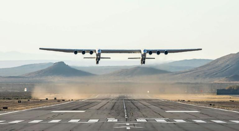 Premier vol du Stratolaunch, le plus grand avion du monde