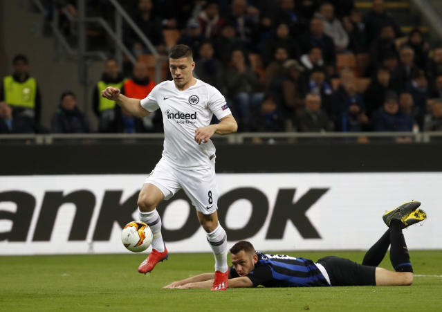 Frankfurt's Luka Jovic, left, duels for the ball with Inter Milan's Stefan De Vrij during the Europa League round of 16 second leg soccer match between Inter Milan and Eintracht Frankfurt at the San Siro stadium in Milan, Italy, Thursday, March 14, 2019. (AP Photo/Antonio Calanni)