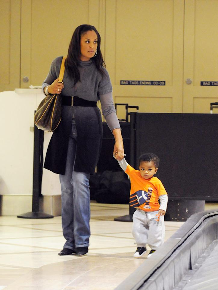 "Laila Ali looks for her bags with the help of a tiny traveler, her son Curtis. Hot Shots Worldwide/<a href=""http://www.splashnewsonline.com"" target=""new"">Splash News</a> - December 2, 2009"