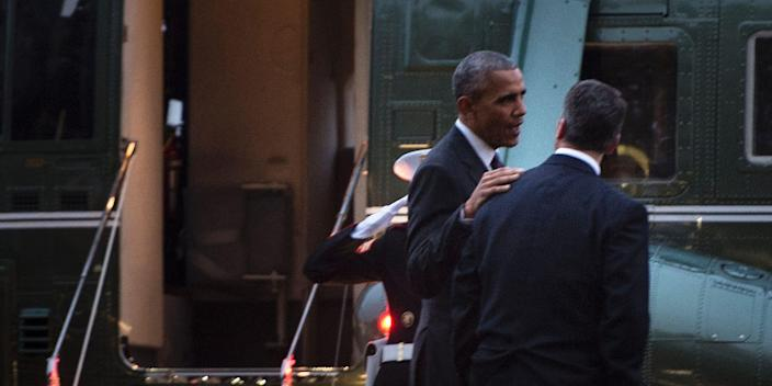 US President Barack Obama (L) talks with his physician Dr. Ronny Jackson, near Marine One after visiting troops at Walter Reed National Military Medical Center November 29, 2016 in Bethesda, Maryland. / AFP / Brendan Smialowski (Photo credit should read BRENDAN SMIALOWSKI/AFP via Getty Images)