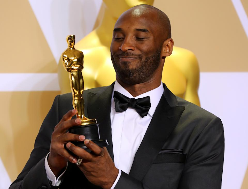 """90th Academy Awards - Oscars Backstage - Hollywood, California, U.S., 04/03/2018 - Kobe Bryant with Best Animated Short Film Award for """"Dear Basketball"""". REUTERS/Mike Blake     TPX IMAGES OF THE DAY"""