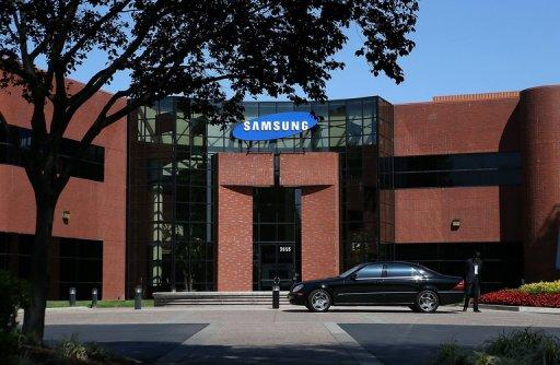 With a major patent trial barely underway, Apple has asked a judge to rule against Samsung