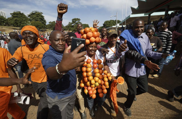 "<p>A supporter of opposition leader Raila Odinga wears a headdress of oranges, the party color, as they gather in advance of a mock ""swearing-in"" ceremony of Odinga at Uhuru Park in downtown Nairobi, Kenya Tuesday, Jan. 30, 2018. (Photo: Ben Curtis/AP) </p>"