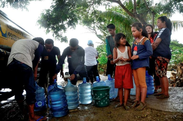 People wait to get fresh water from a truck in their flood affected village in Bekasi, West Java (AFP Photo/REZAS)