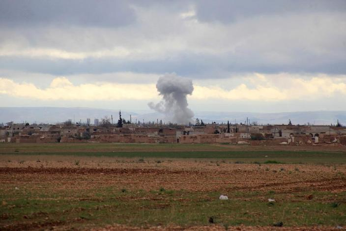 Smoke billows from an Islamic State (IS) group position following an air strike by Syrian pro-government forces in the Hatabat al-Bab area, near town of Al-Bab in Aleppo's eastern countryside, on January 24, 2016 (AFP Photo/George Ourfalian)