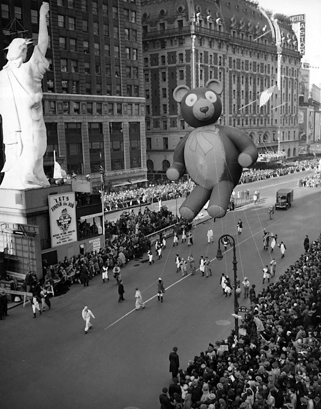 <p>This was the scene at Times Square in New York during the annual Macy's Thanksgiving Parade, Nov. 23, 1945. It's the first parade since the festivities were suspended with the war in 1941. Here, the Teddy Bear passes a reproduction of the Statue of Liberty. (Photo: AP) </p>