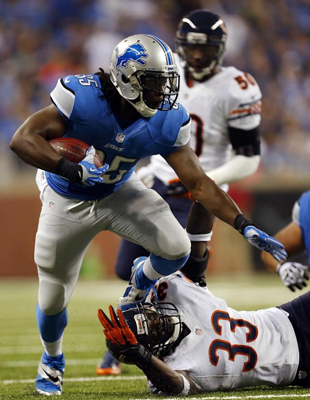 Detroit Lions running back Joique Bell (35) pulls away from Chicago Bears cornerback Charles Tillman (33) during the first quarter of an NFL football game at Ford Field in Detroit, Sunday, Sept. 29, 2013. (AP Photo/Paul Sancya)