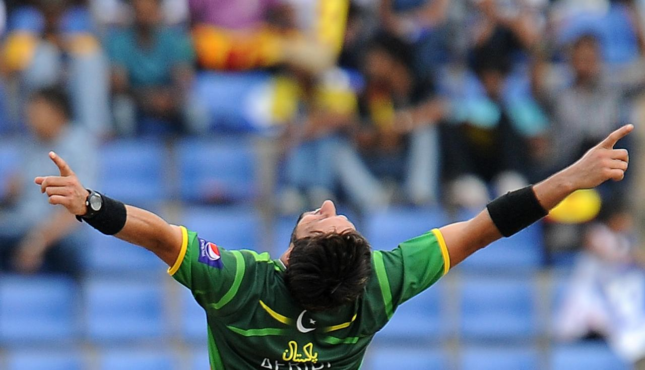Pakistan cricketer Shahid Afridi celebrates the dismissal of Sri Lankan cricketer Dinesh Chandimal during the second one-day international (ODI) match between Sri Lanka and Pakistan at the Pallekele International Cricket Stadium in Pallekele on June 9, 2012.  AFP PHOTO/ LAKRUWAN WANNIARACHCHI