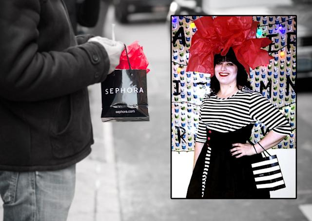 The Sephora bag might be the new en vogue Halloween costume. (Photos: Alamy; Reddit/Lauraizm)