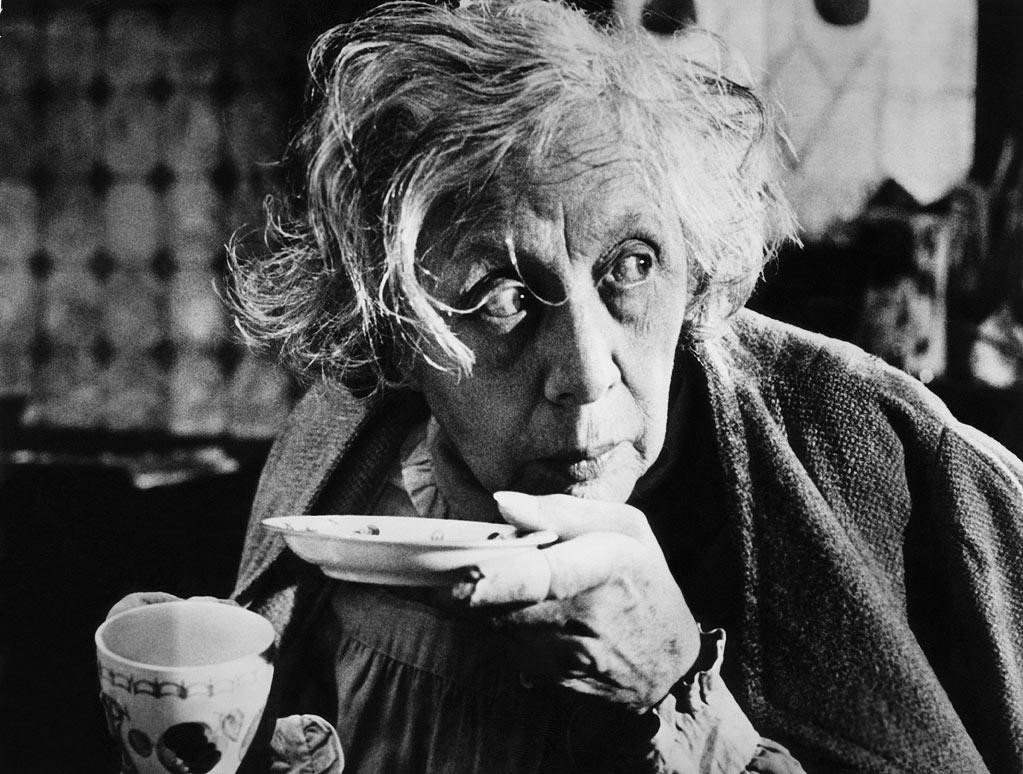 """Best Actress Nominee - Edith Evans, 80, """"The Whisperers"""""""