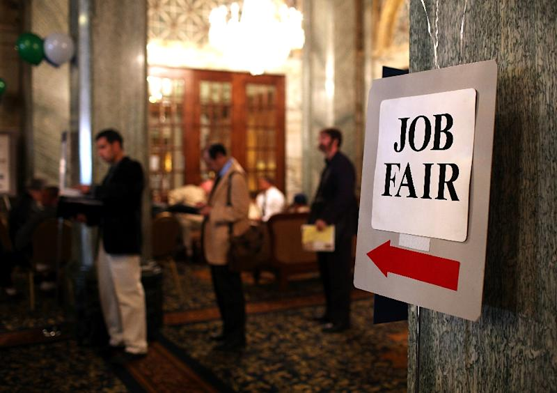 New claims for US jobless benefits fell in mid-November, confirming the strength of American labor markets and continuing a record streak of low levels, official data showed