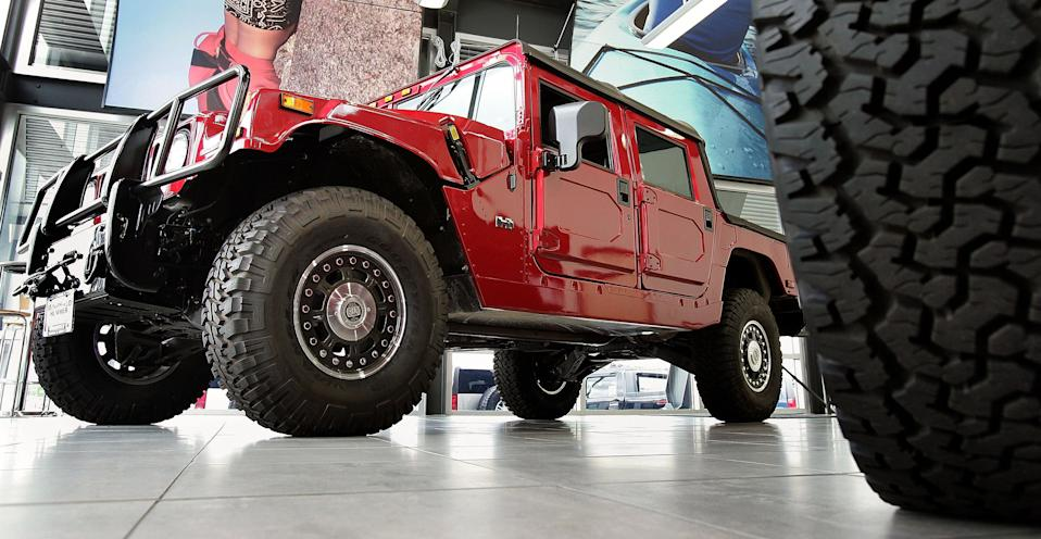 SCHAUMBURG, IL - MAY 15:  A new Hummer H1 lies on display in the showroom at Woodfield Hummer May 15, 2006 in Schaumburg, Illinois. According to reports, General Motors is ending the production of the H1 after this 2006-year model.  (Photo by Tim Boyle/Getty Images)
