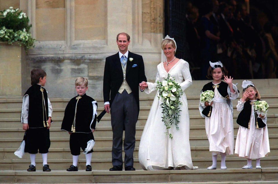 WINDSOR, UNITED KINGDOM - JUNE 19:  Sophie Rhys-jones And Prince Edward On Their Wedding Day With Bridesmaids And Pageboys.    The Designer Of Bridesmaids And Pageboys Hats Cozmo Jenks.  (Photo by Tim Graham Picture Library/Getty Images)