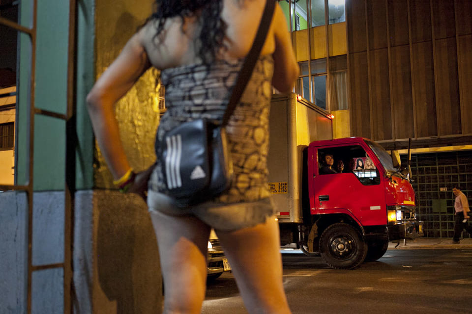 <p>Men from a truck look at Tamara as she works on the streets. (Photo: Danielle Villasana) </p>