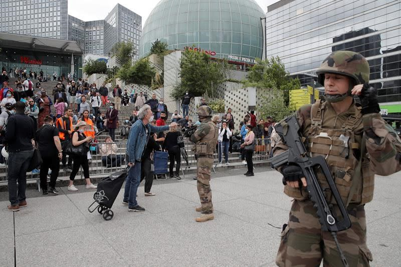 Paris police say no weapon found in shopping centre search