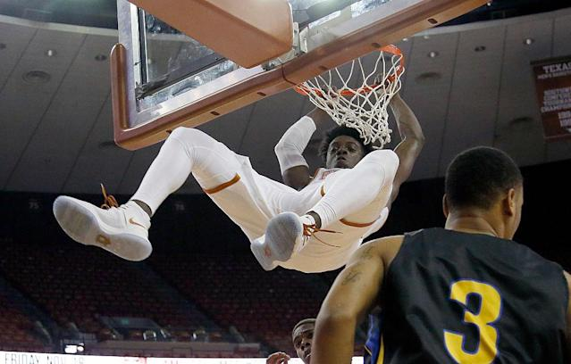 "University of Texas star guard <a class=""link rapid-noclick-resp"" href=""/college-football/players/278416/"" data-ylk=""slk:Andrew Jones"">Andrew Jones</a> took another leap forward in his battle against leukemia. (Getty Images)"