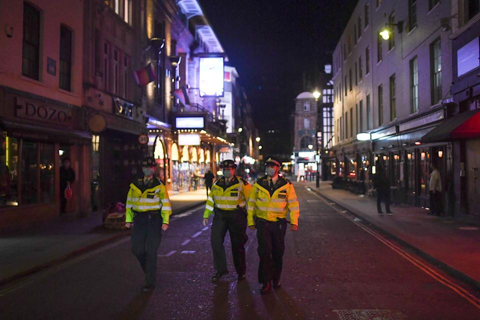 LONDON, ENGLAND - SEPTEMBER 24: Police officers patrol in Soho on September 24, 2020 in London, England. Pubs, cafes and restaurants will have to shut at 10pm every night under new measures to control the rising rate of coronavirus. (Photo by Peter Summers/Getty Images)