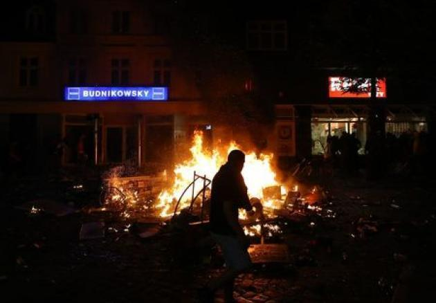 <p>Police gain upper hand after Hamburg's day of G20 clashes</p>
