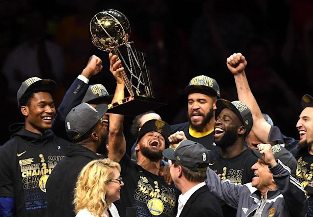 Stephen Curry of the Golden State Warriors celebrates with the Larry O'Brien Trophy after defeating the Cleveland Cavaliers during Game Four of the 2018 NBA Finals at Quicken Loans Arena on June 8, 2018 in Cleveland, Ohio (AFP Photo/Jason Miller)