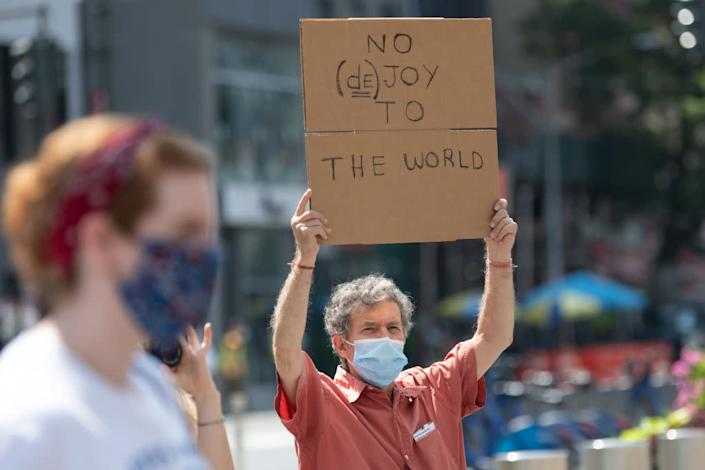 "A man at the ""Save The Post Office"" rally outside a post office building on August 25, 2020 in New York City. <span class=""copyright"">Alexi Rosenfeld—Getty Images</span>"