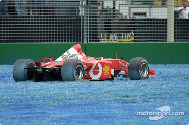 "El Ferrari de Rubens Barrichello tras el accidente en el primera curva <span class=""copyright"">Brousseau Photo</span>"