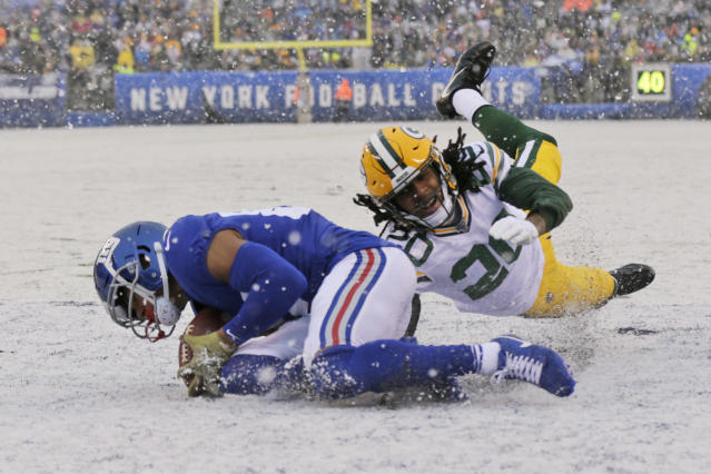 New York Giants' Sterling Shepard, left, scores a touchdown in front of Green Bay Packers' Kevin King during the first half of an NFL football game, Sunday, Dec. 1, 2019, in East Rutherford, N.J. (AP Photo/Adam Hunger)