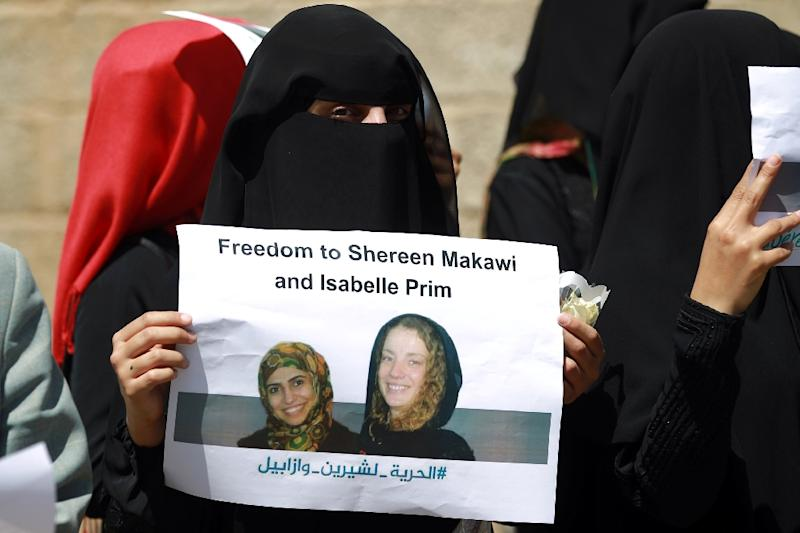 Yemeni women call for the release of French hostage Isabelle Prime and her interpreter Sherine Makkaoui, during a rally in Sanaa, on march 7, 2015 (AFP Photo/Mohammed Huwais)