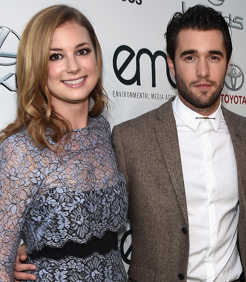 Emily VanCamp and Josh Bowman on the red carpet in 2014. (Photo: Getty Images)