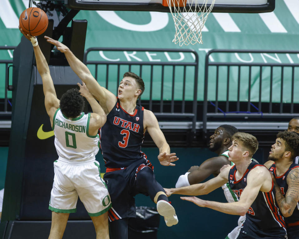 Oregon guard Will Richardson (0) shoots againstUtah guard Pelle Larsson (3) during the first half of an NCAA college basketball game in Eugene, Ore., Saturday, Feb. 20, 2021. (AP Photo/Thomas Boyd)