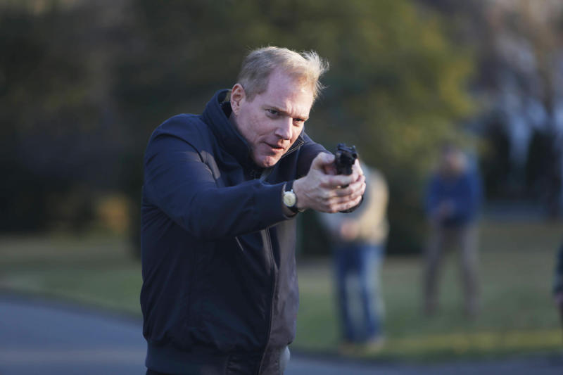 """This image released by FX shows Noah Emmerich as FBI Agent Stan Beeman in a scene from the first season of """"The Americans."""" The second season of the series premieres on Feb. 26, 2014 at 10 p.m. EST. (AP Photo/FX, Craig Blankenhorn)"""