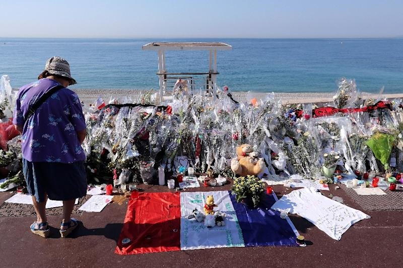 A memorial for victims of the deadly Bastille Day attack in Nice on July 14, 2016, that killed 86 people (AFP Photo/Valery HACHE)