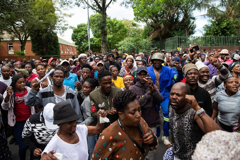 Residents of Alexandra township are angry over poor living conditions (AFP Photo/WIKUS DE WET)