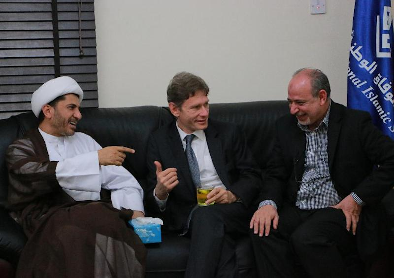 US Assistant Secretary of State for Democracy, Human Rights and Labour, Tom Malinowski (C) meeting with Bahrain's Al-Wefaq opposition group leader Sheikh Ali Salman (L) on July 6, 2014 at the party headquarters in Zinj (AFP Photo/-)