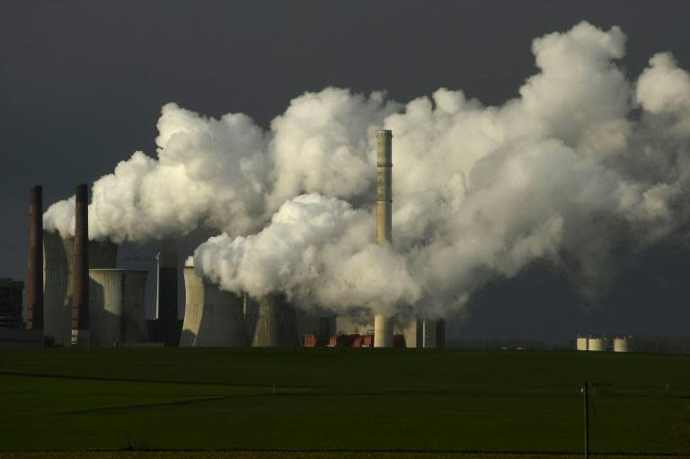 Population confinement has led to drastic changes in energy use and CO2 emissions