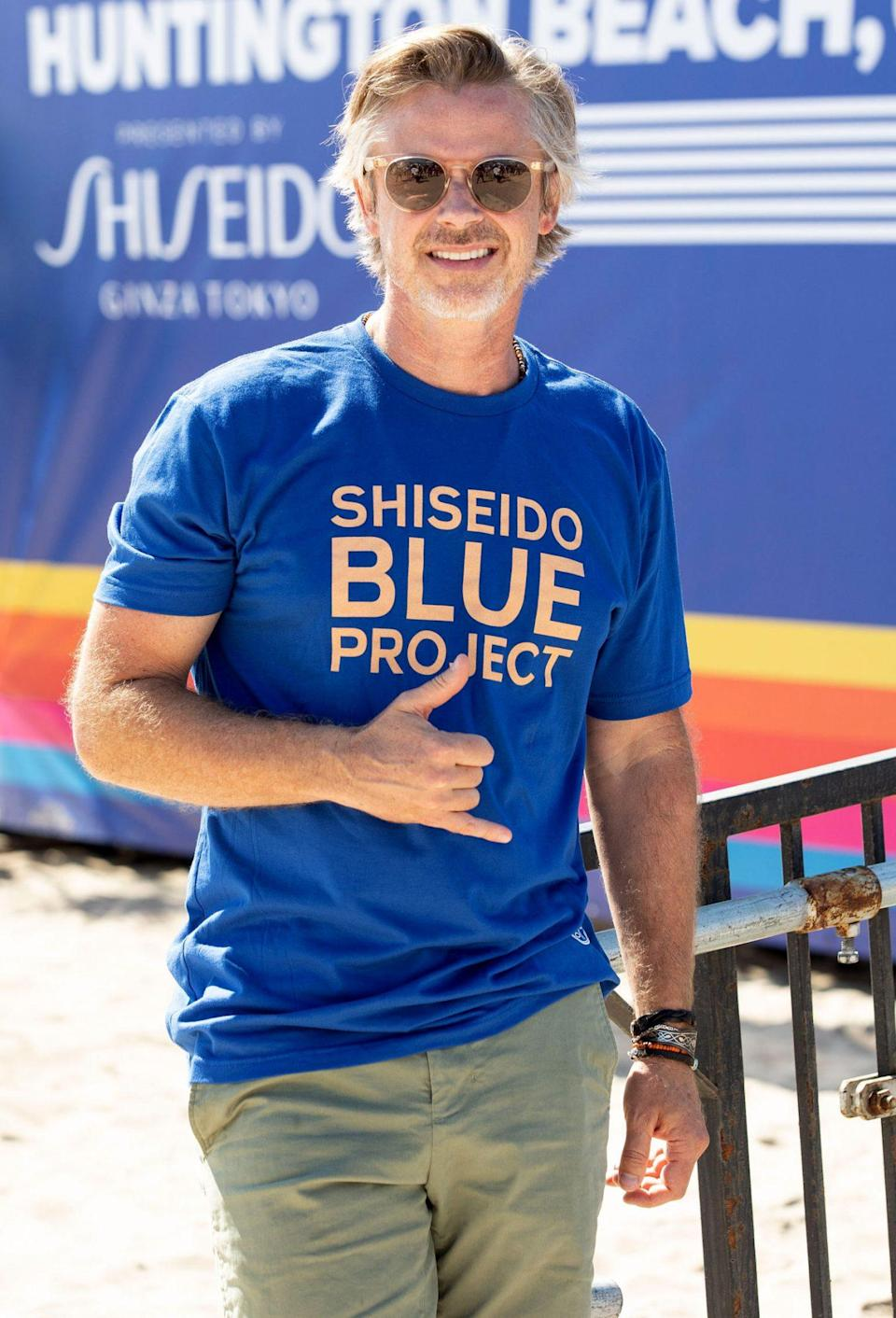 <p>Sam Trammell joins a crowd on Sept. 23 to help clean up Huntington Beach, California, with the Shiseido Blue Project in partnership with World Surf League PURE and WILDCOAST. </p>